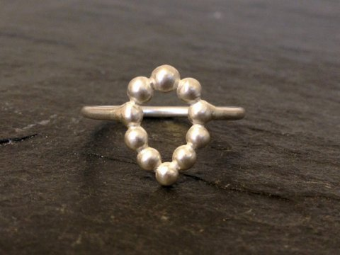 Pebbles drop ring