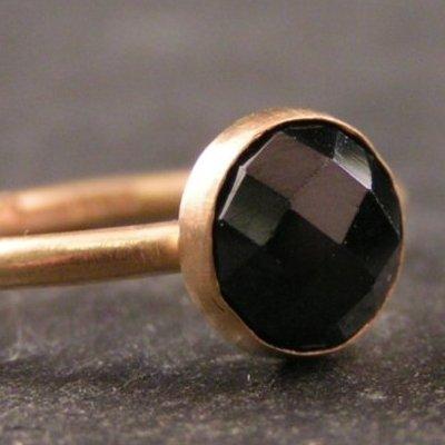 øreringe guld med lyserød sten