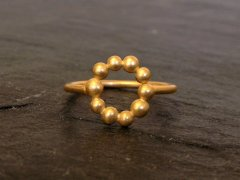 Pebbles circle ring